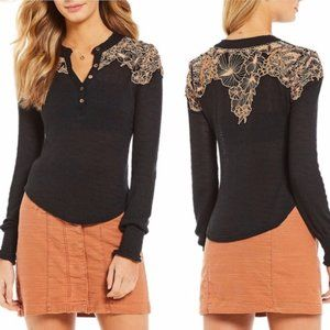 FREE PEOPLE easy breezy henley floral button S1